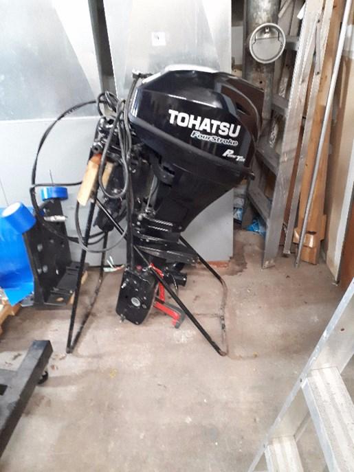 2017 Tohatsu ELectric start short shaft power tilt Photo 1 of 2