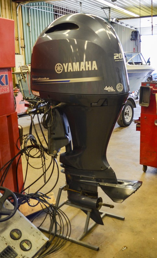 2015 Yamaha F200 In-Line 4 - 25 in. Shaft Photo 1 of 6