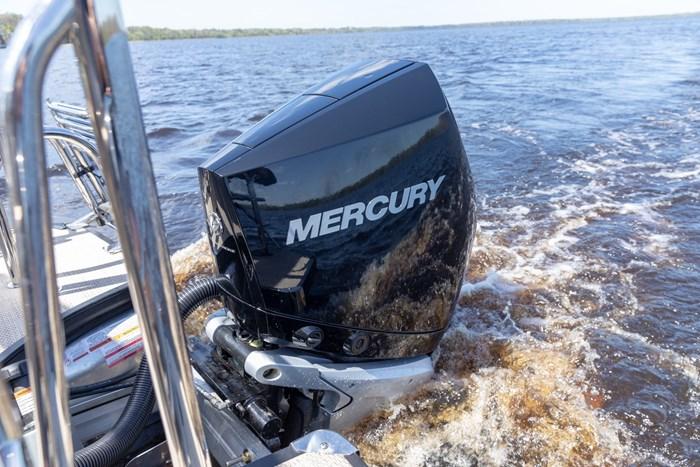2021 Mercury 250XL V-8 4-Stroke Photo 9 of 28