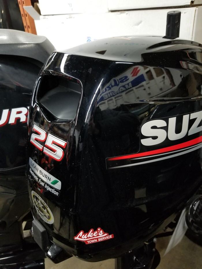 2015 Suzuki DF25 Photo 1 of 3
