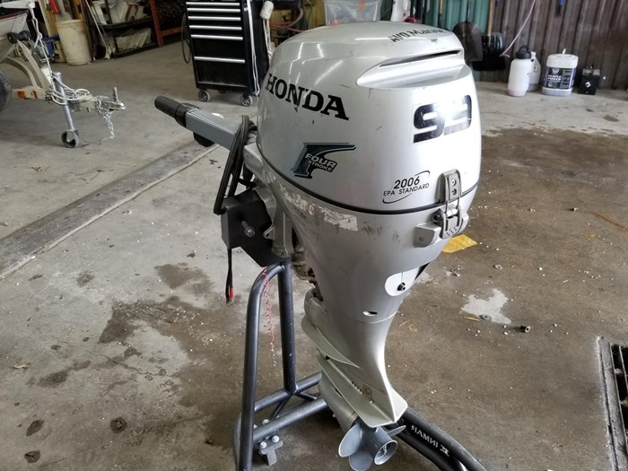 2004 Honda 9.9 HP Outboard Photo 2 of 4