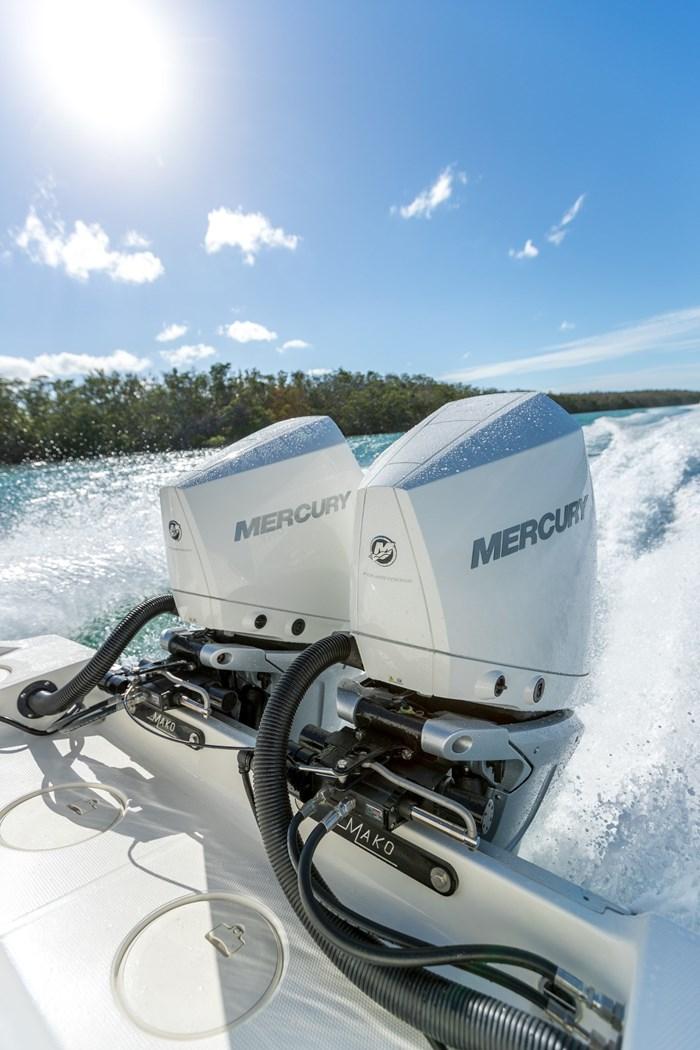 2021 Mercury 300XXL V-8 Verado 4-Stroke Warm Fusion Photo 9 of 21