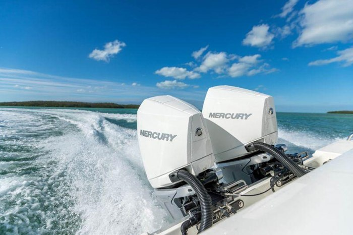 2021 Mercury 250XXL V-8 Verado 4-Stroke Warm Fusion Photo 8 of 13