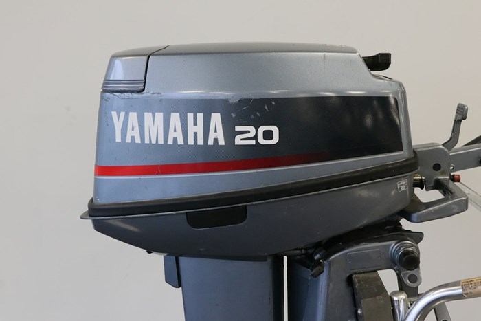 1991 Yamaha 20 HP Photo 2 of 10