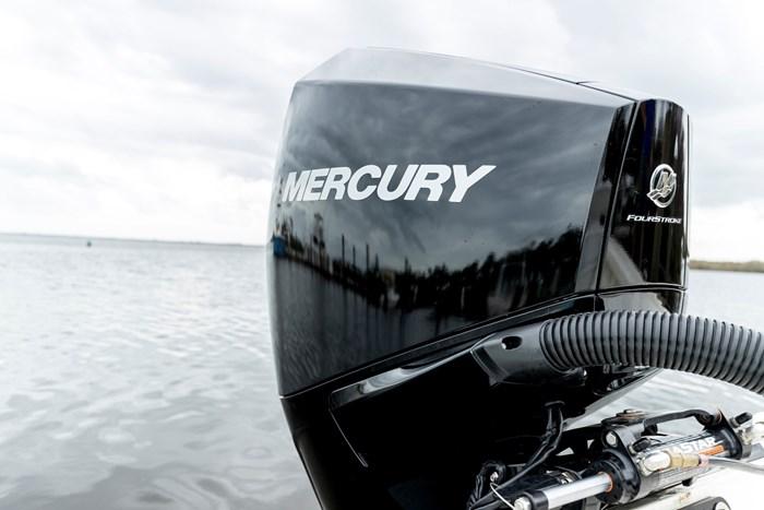 2022 Mercury 225XL V-6 4-Stroke DTS Photo 24 sur 24